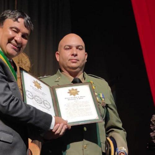 GENTE EM EVIDÊNCIA | Comandante da PM de Simões, capitão Sobrinho recebe honraria estadual