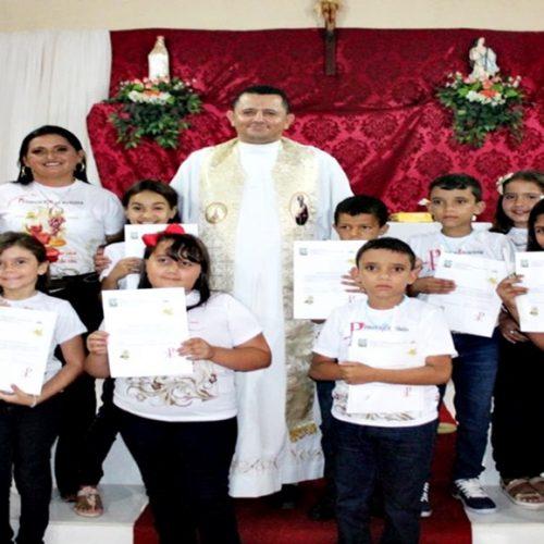ALEGRETE | 08 crianças recebem o sacramento da primeira eucaristia no povoado Pocinhos