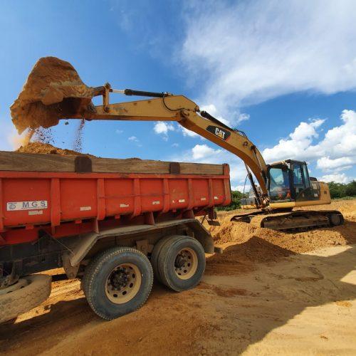 CALDEIRÃO | Estradas são terraplanadas e garantem o escoamento da mandioca