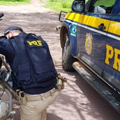 PRF recupera na BR 020, em Pio IX, motocicleta tomado de assalto no Ceará