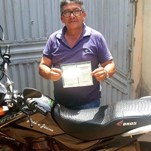 Motociclista é multado por não usar cinto de segurança no Piauí
