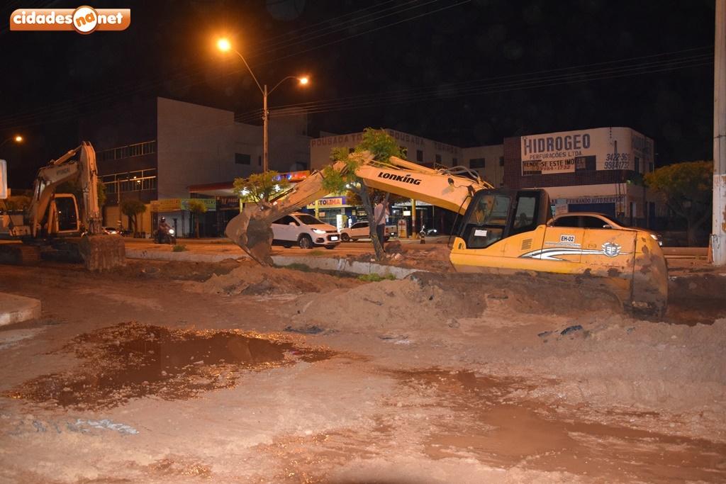 Retroescavadeira afunda em obras das laterais da BR-316 em Picos 2