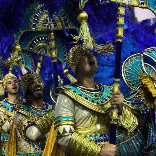 Águia de Ouro vence o carnaval de SP com enredo sobre educação