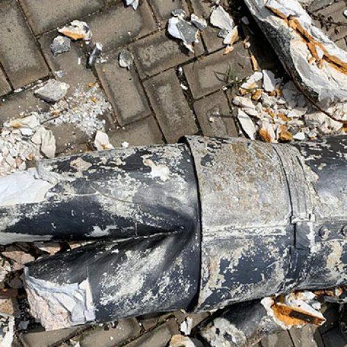 Chuva destrói estátua em Oeiras e levanta polêmica de obra inacabada