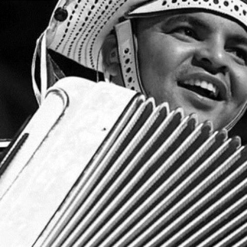 Chambinho do Acordeon e Orquestra Criança Cidadã reverenciam Luiz Gonzaga