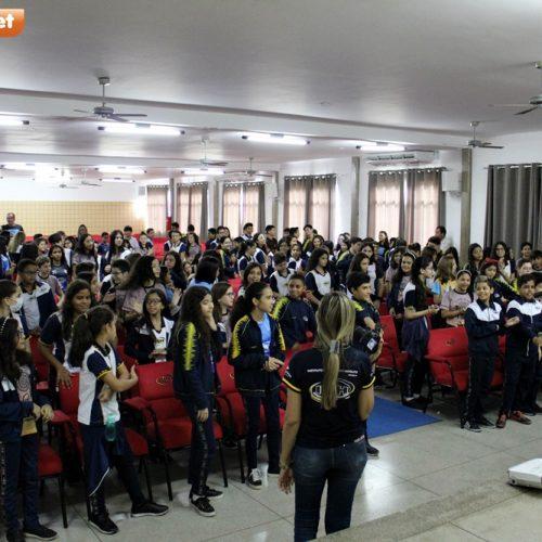 Em Picos, IMH promove palestra e alerta sobre riscos e cuidados com uso da internet; veja fotos