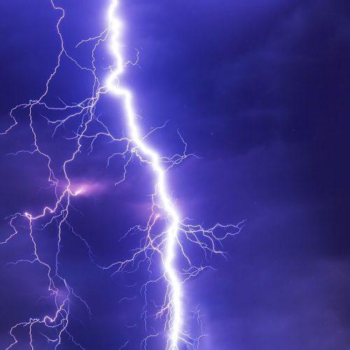 Casal sofre descarga elétrica após queda de raio na barragem de Bocaina