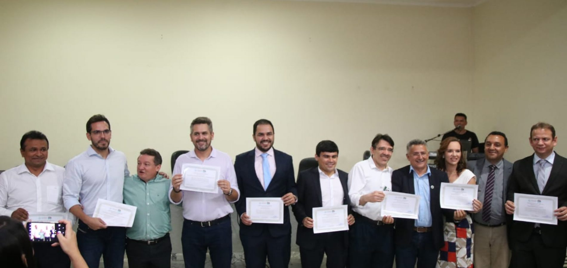 """Presidente da Fepiserh, Pablo Santos, entrega certificado de mérito """"Amigos do HGV"""""""