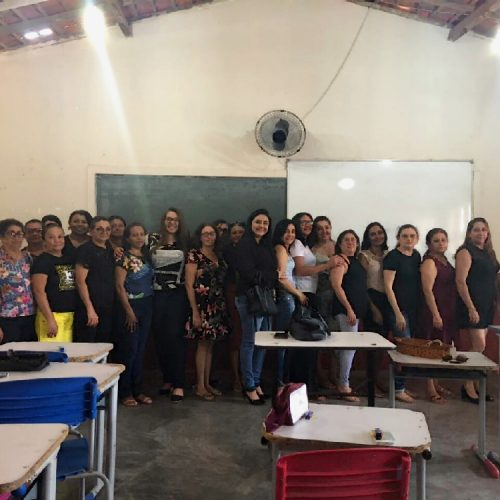 Capacitação com auxiliares de Serviços Gerais em Alagoinha discute importância do trabalho em equipe