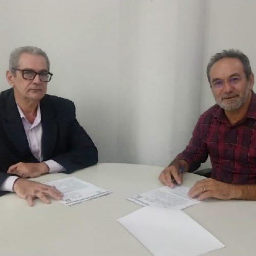 Em Teresina, prefeito de Alagoinha celebra termo de cooperação para construção de passagem molhada