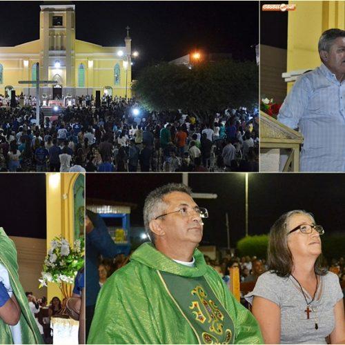 SIMÕES | Emoção e muitas homenagens marcam missa de despedida do Padre Miguel Feitosa