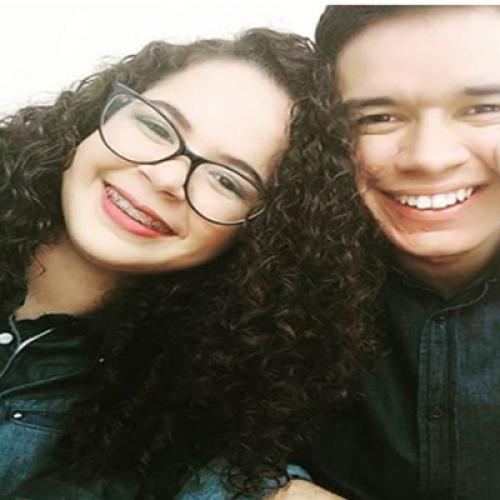 No Piauí, casal vende água mineral em avenida para ajudar a pagar casamento