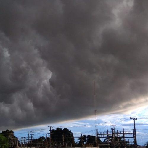Inmet emite alerta de chuvas intensas para faixa leste e região Sul do Piauí