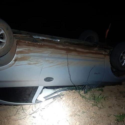 PI | Motorista embriagado capota carro ao fugir da PRF na BR 230