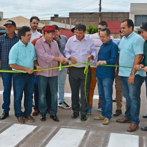 Wellington Dias e Chico Pitu inauguram asfaltamento de ruas em Marcolândia