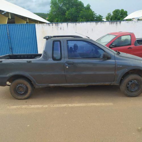 PICOS   Polícia Militar recupera carro roubado e com placa adulterada