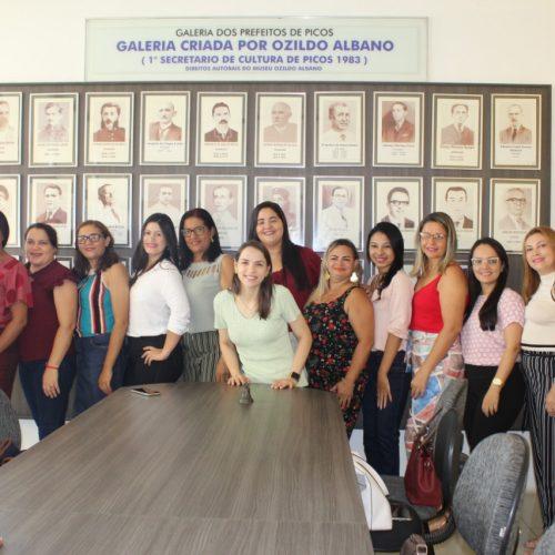 PICOS | Padre Walmir empossa servidores celetistas do Programa Criança Feliz