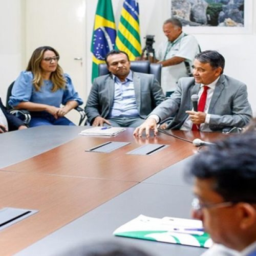 Wellington Dias assina decreto para conceder reajuste à PM