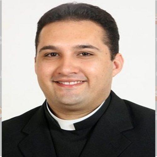 """Padre da Diocese de Picos que reside em Roma relata situação e alerta : """"Fique em casa, é o mínimo que você pode fazer"""""""