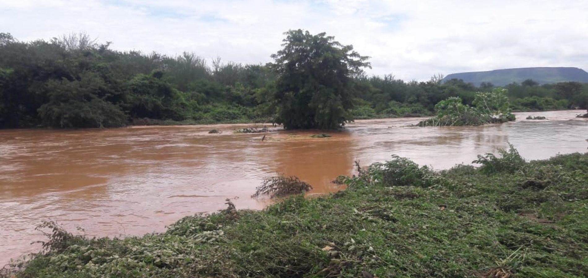 Em Caridade, barragens transbordam e deixam moradores em alerta; veja vídeos!