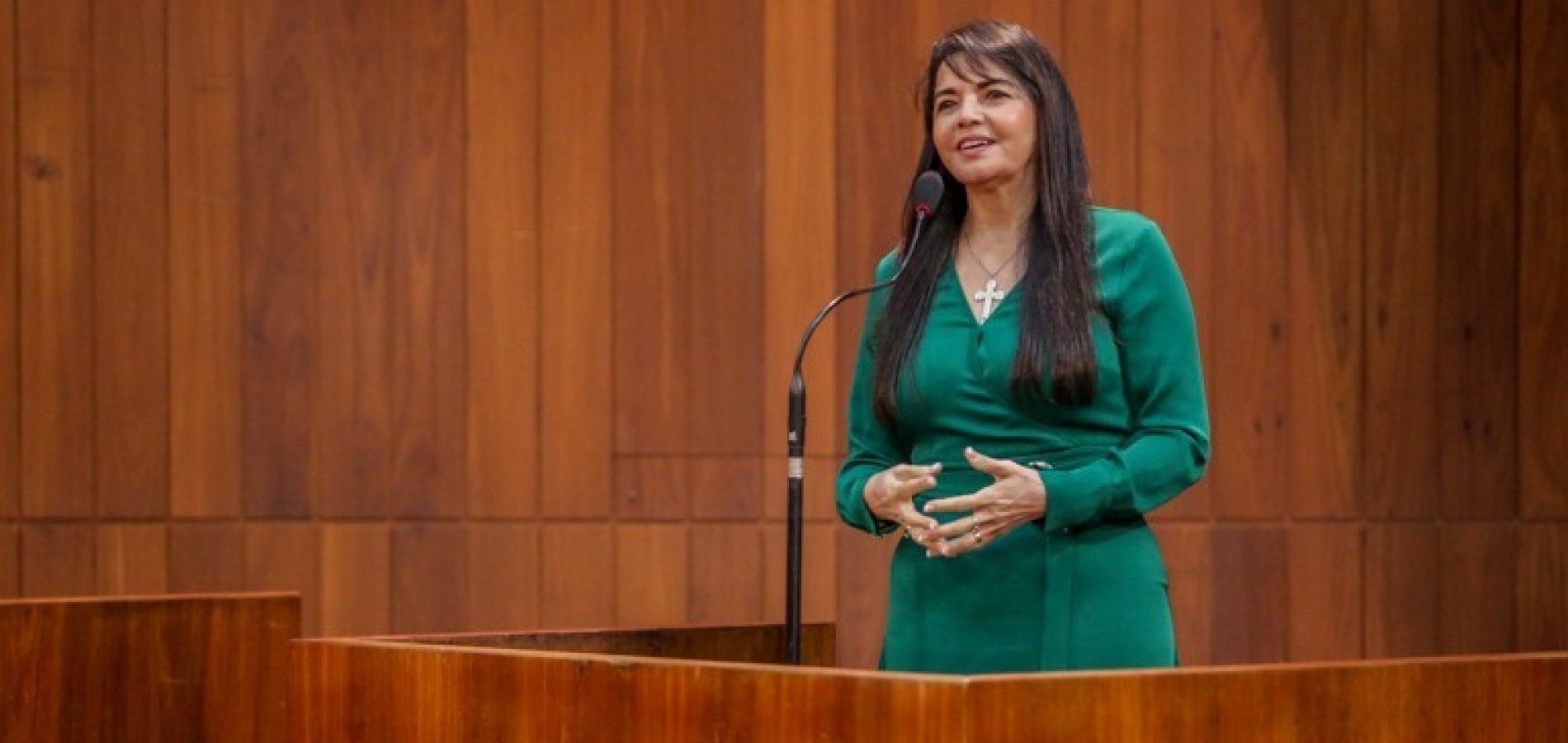 Deputada Teresa Britto denuncia desigualdade salarial na Uespi