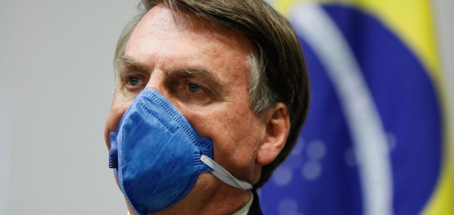 Bolsonaro veta obrigatoriedade de máscaras em espaços públicos fechados
