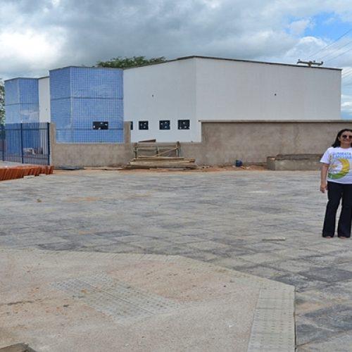 SIMÕES | Prefeito Zé Ulisses e 1ª dama Isamária Dantas visitam obra de construção da UBS do bairro Veneza