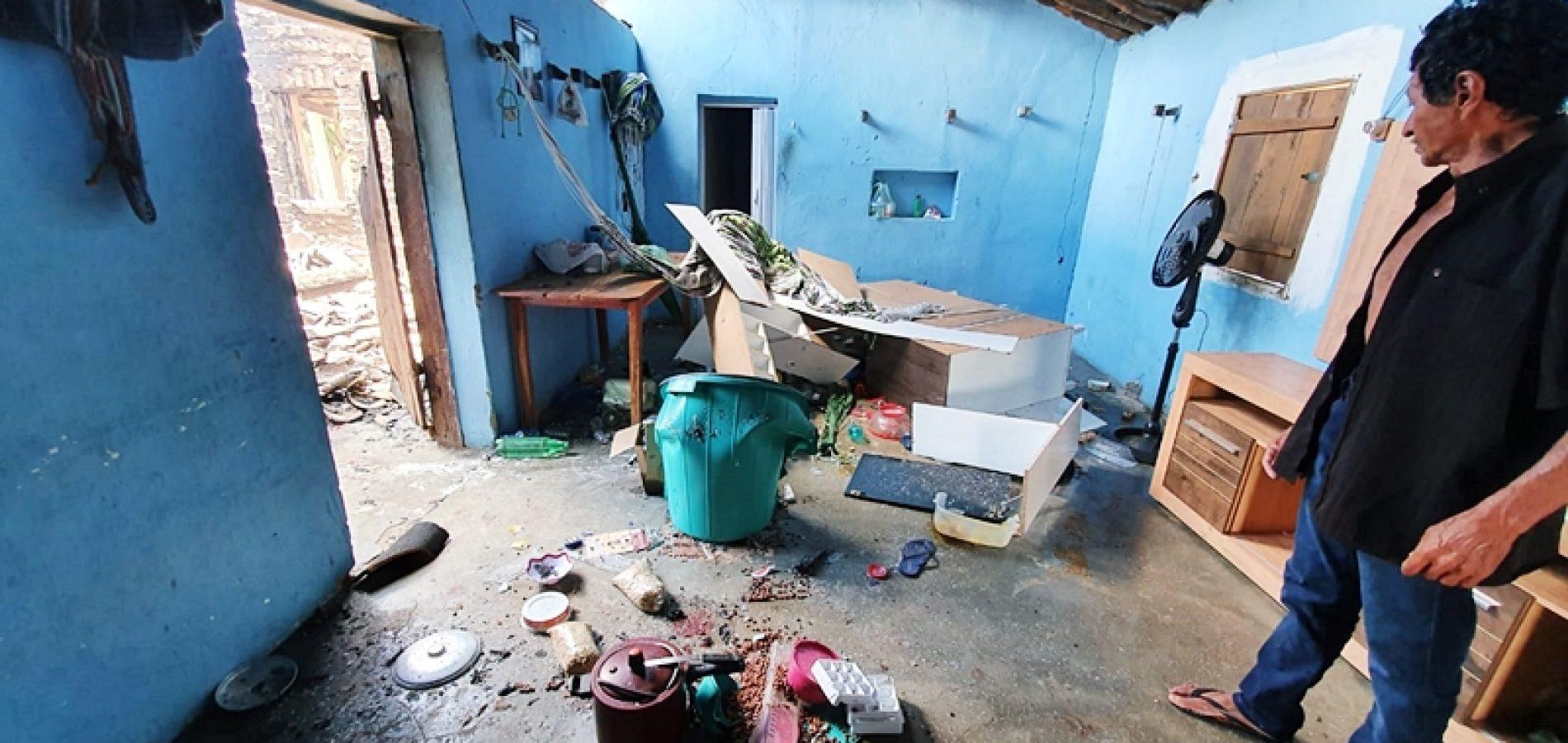Homem enfurecido ateia fogo em casa, moto e tenta assassinar deficiente no interior de Jaicós
