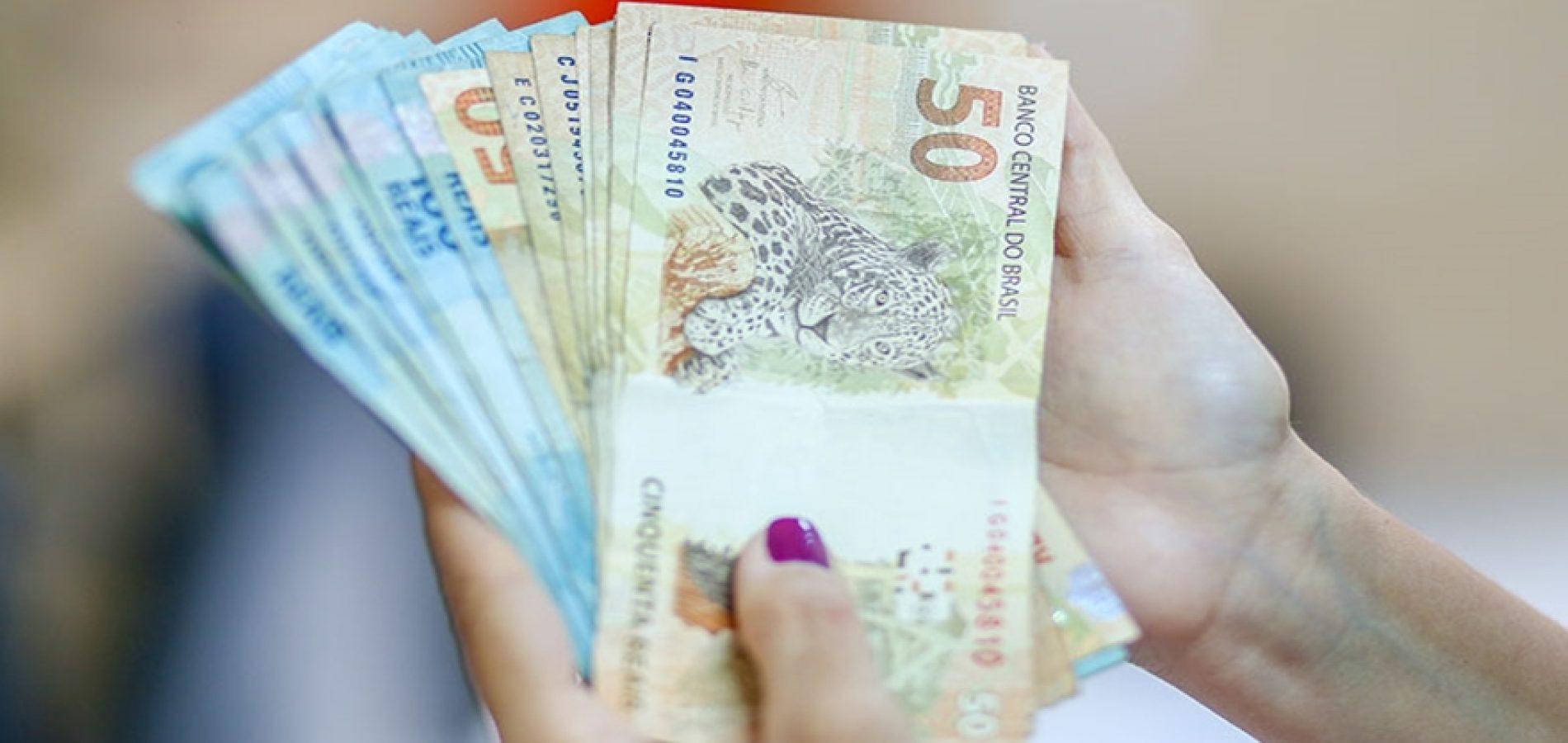 Abono Salarial para nascidos de julho a dezembro será pago nesta terça