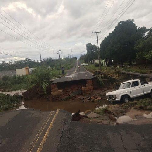 Estradas são interditadas em Piripiri; rodovia estadual rompeu com a chuva
