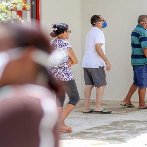 Estoque de vacinas contra gripe zera no 2° dia de vacinação em Teresina