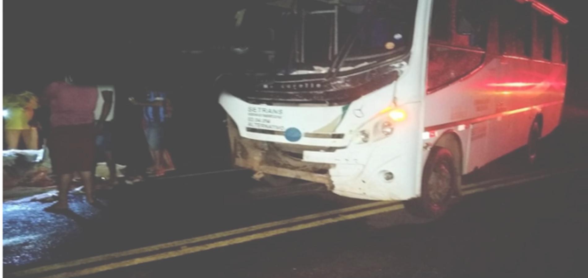 Van com passageiros se envolve em acidente ao colidir em vaca na PI 113