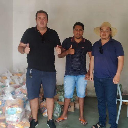 Em São Julião, campanha entre amigos distribui 66 cestas básicas para famílias carentes