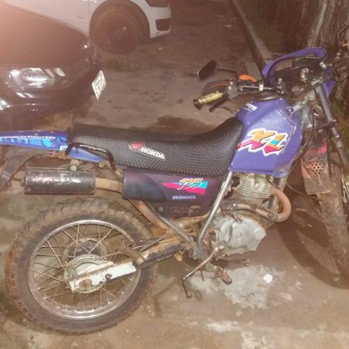 PICOS   PM prende suspeito de assalto e recupera motocicleta