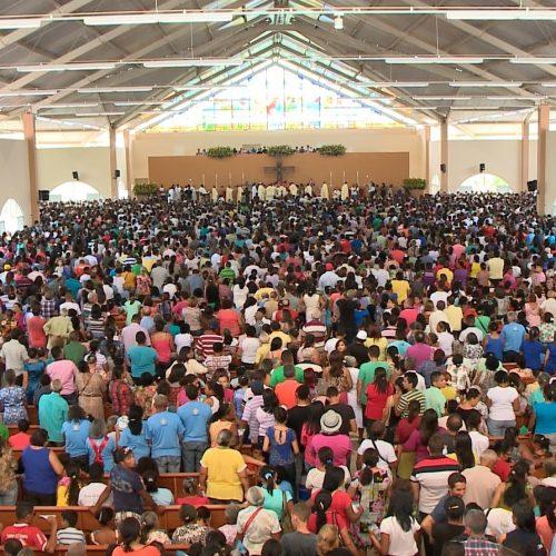 Santa Cruz dos Milagres, no Piauí, abriga a terceira maior romaria do Nordeste com até 50 mil visitantes