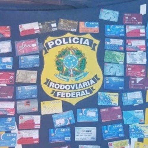 Suspeito de estelionato é preso pela PRF na BR 316 com vários cartões bancários