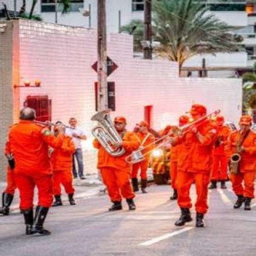 Bombeiros tocam músicas para agradecer população por ficar em casa