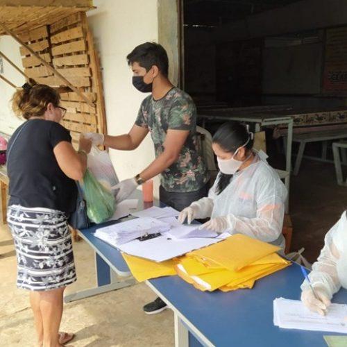PICOS | Prefeitura realiza entrega de cestas básicas para os comerciantes do Shopping do Povo