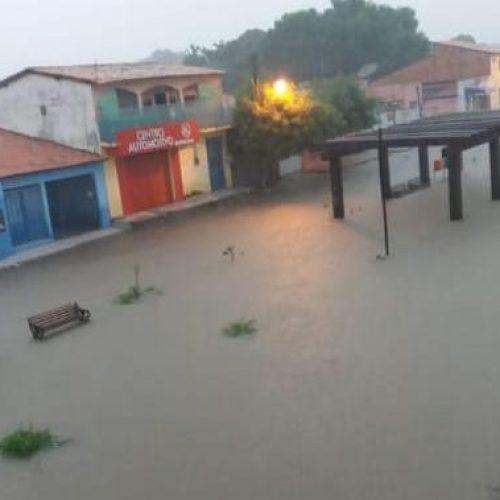 Floriano registra mais de 70 mm de chuva e ruas ficam alagadas
