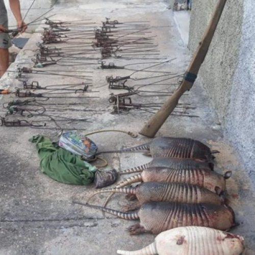 Polícia Ambiental detém caçadores com animais silvestres e espingarda no Piauí