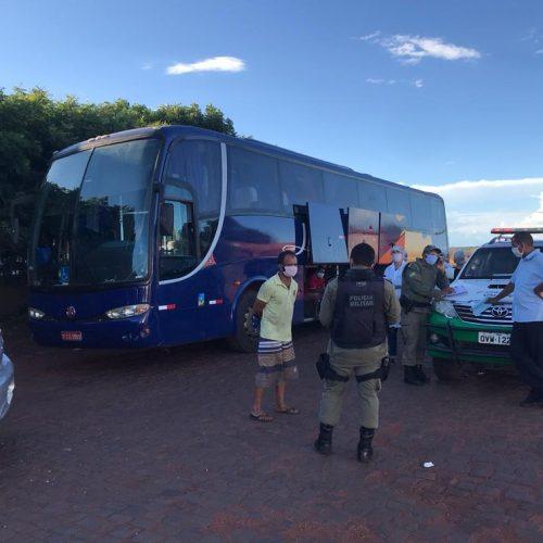 Ônibus clandestino que saiu de São Paulo com 39 passageiros é apreendido em Dom Expedito Lopes