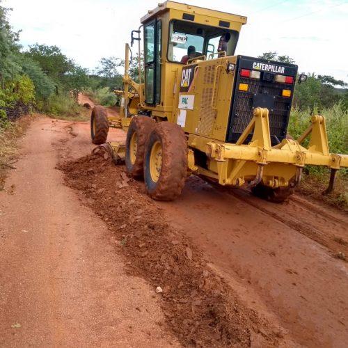 Após chuvas, Prefeitura de Massapê do Piauí trabalha na recuperação das estradas vicinais