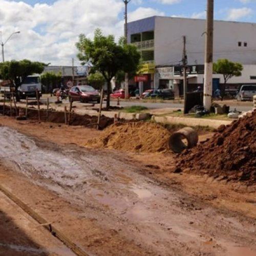 PICOS | Obra de drenagem nas vias laterais do bairro Bomba deve ser concluída em 60 dias