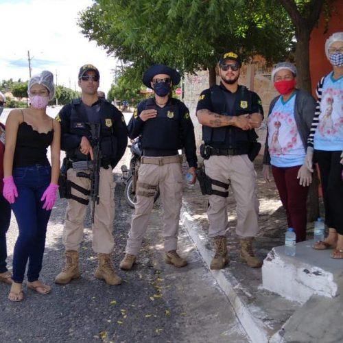 ALEGRETE | Mulheres do Terço realizam ação solidária às margens da BR-316