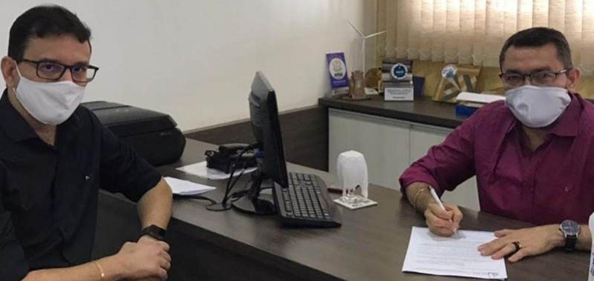 PICOS | Padre Walmir sanciona lei de suspensão à cobrança de empréstimo consignado por 90 dias