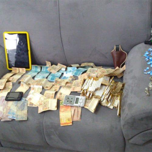 Suspeito de assalto a cursinho é preso com drogas e R$ 2 mil no Piauí