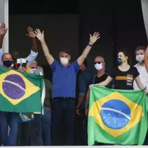 Bolsonaro provoca nova aglomeração e diz que Brasil sairá mais forte da pandemia