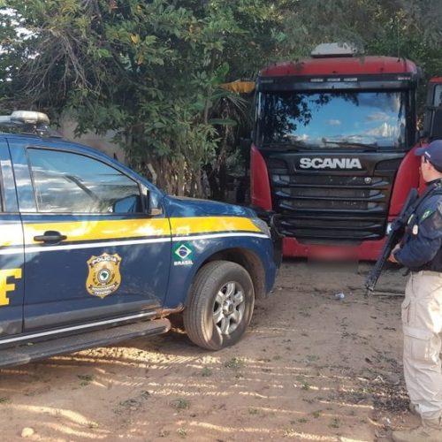 PRF recupera no Piauí caminhão tomado de assalto por quadrilha de roubo de carga na Bahia