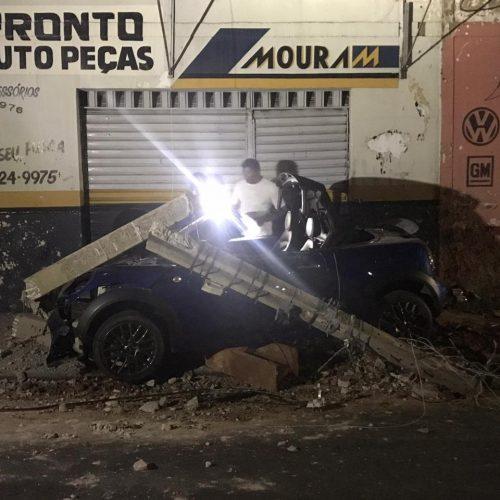 Condutor perde o controle da direção e colide em poste no Piauí
