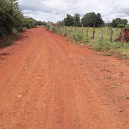 Prefeitura realiza recuperação de estradas vicinais em Geminiano